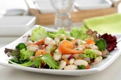 Ensalada-de-judías-blancas-con-vinagreta-y-salmón-ahumado_d